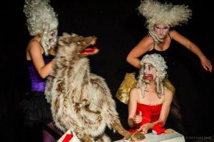Wolf. Klappmaul in Cirque du Slay - Die Frau im Wolfsmagen